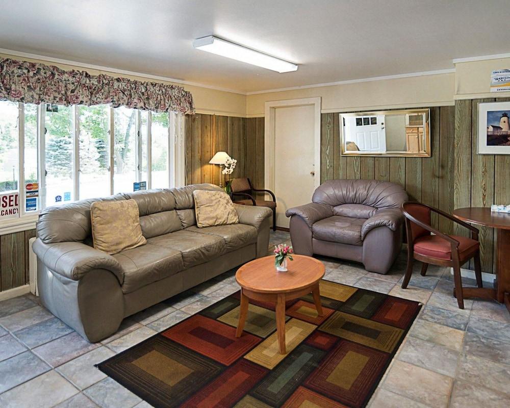 로드웨이 인 웨스트민스터(Rodeway Inn Westminster) Hotel Image 3 - Lobby