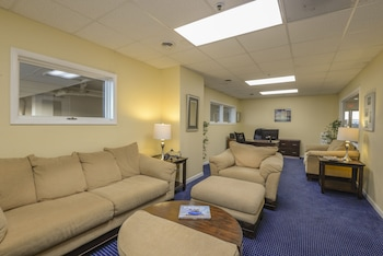 Lobby Sitting Area at Marigot Beach Suites - Oceanfront in Ocean City