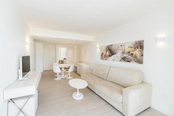 Family Room, Balcony (2+1)