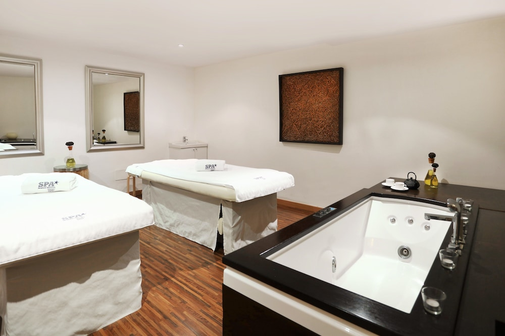 이베로스타 스위트 호텔 하르딘 델 솔 - 어른 전용(Iberostar Suites Hotel Jardín del Sol – Adults Only) Hotel Image 35 - Treatment Room