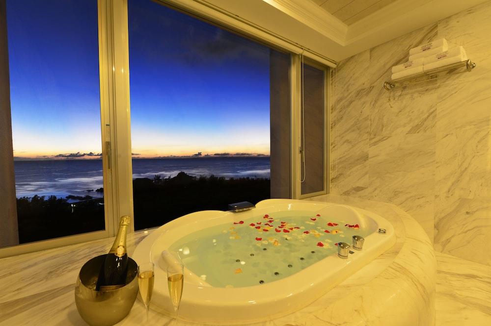 오키나와 매리어트 리조트 앤드 스파(Okinawa Marriott Resort & Spa) Hotel Image 27 - Deep Soaking Bathtub