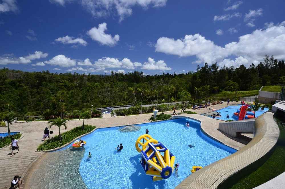 오키나와 매리어트 리조트 앤드 스파(Okinawa Marriott Resort & Spa) Hotel Image 77 - Outdoor Pool
