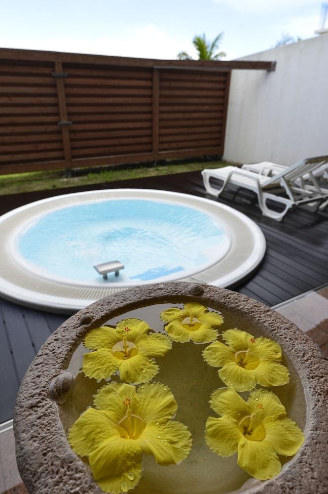 오키나와 매리어트 리조트 앤드 스파(Okinawa Marriott Resort & Spa) Hotel Image 77 - Outdoor Spa Tub