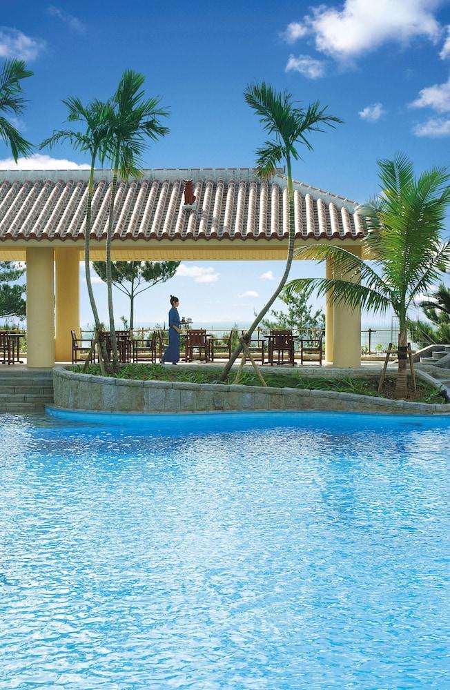 오키나와 매리어트 리조트 앤드 스파(Okinawa Marriott Resort & Spa) Hotel Image 48 - Outdoor Pool