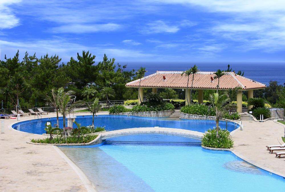 오키나와 매리어트 리조트 앤드 스파(Okinawa Marriott Resort & Spa) Hotel Image 54 - Outdoor Pool