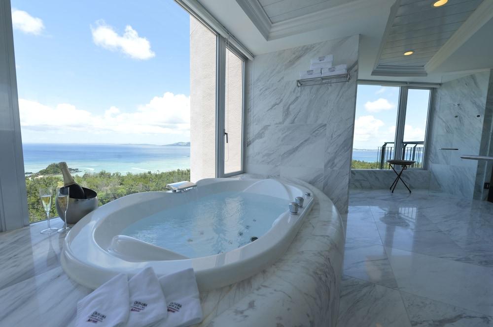 오키나와 매리어트 리조트 앤드 스파(Okinawa Marriott Resort & Spa) Hotel Image 26 - Deep Soaking Bathtub