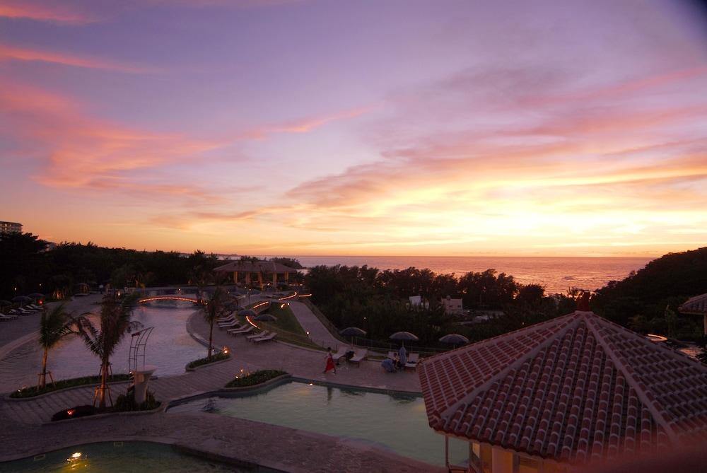 오키나와 매리어트 리조트 앤드 스파(Okinawa Marriott Resort & Spa) Hotel Image 57 - Outdoor Pool