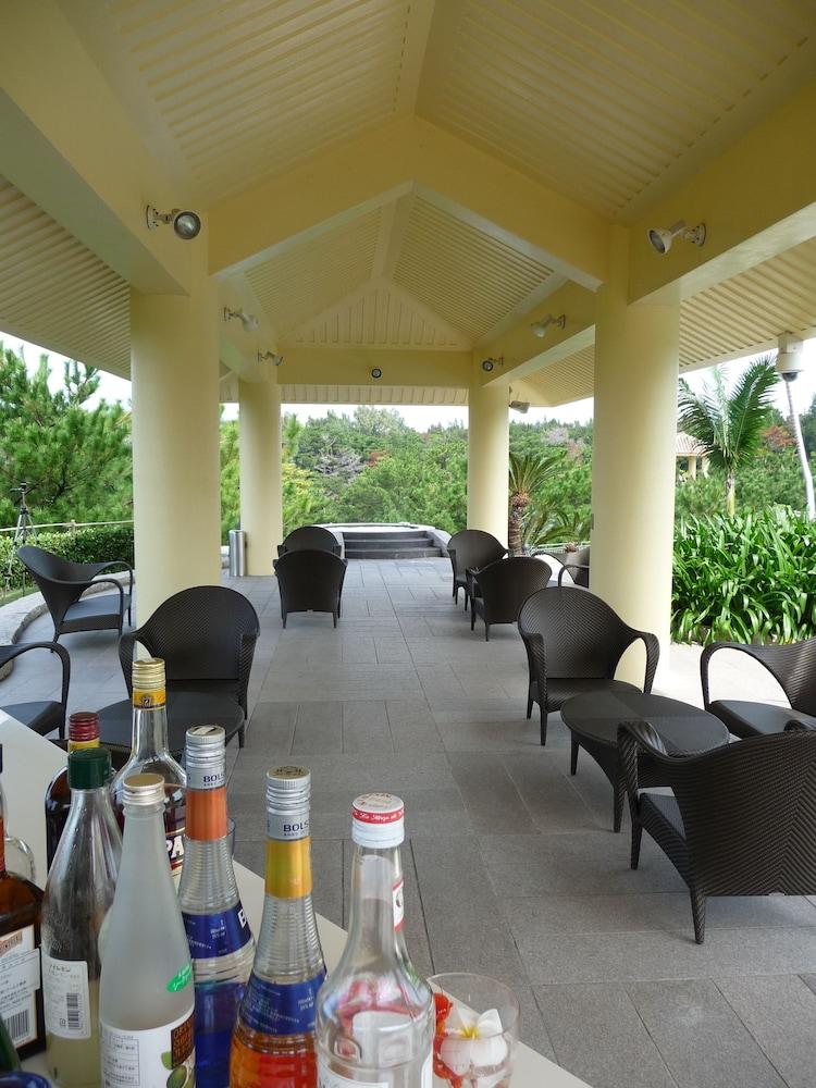 오키나와 매리어트 리조트 앤드 스파(Okinawa Marriott Resort & Spa) Hotel Image 146 - Poolside Bar