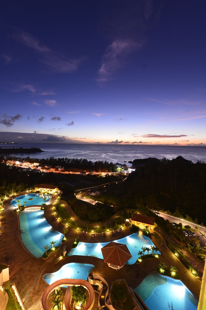 오키나와 매리어트 리조트 앤드 스파(Okinawa Marriott Resort & Spa) Hotel Image 68 - Outdoor Pool