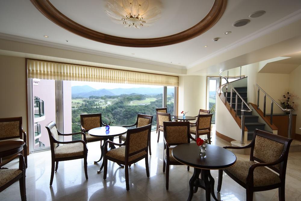 오키나와 매리어트 리조트 앤드 스파(Okinawa Marriott Resort & Spa) Hotel Image 146 - Executive Lounge