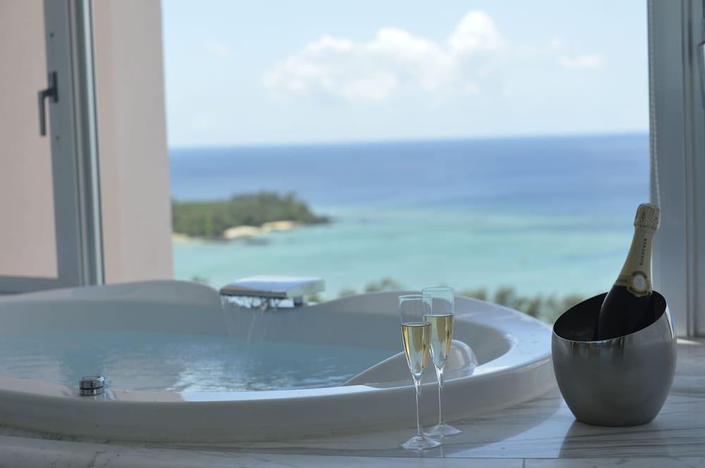 오키나와 매리어트 리조트 앤드 스파(Okinawa Marriott Resort & Spa) Hotel Image 29 - Deep Soaking Bathtub