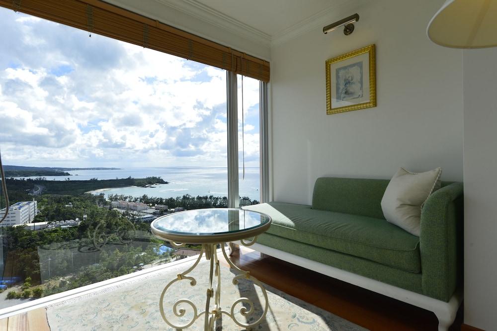 오키나와 매리어트 리조트 앤드 스파(Okinawa Marriott Resort & Spa) Hotel Image 14 - Living Area
