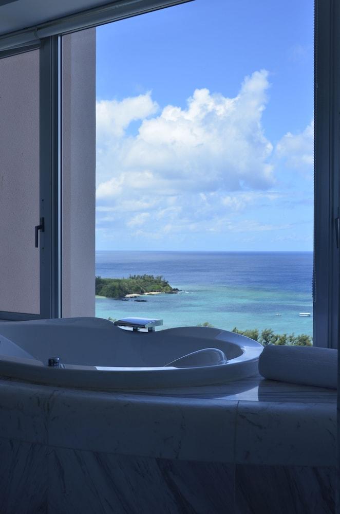 오키나와 매리어트 리조트 앤드 스파(Okinawa Marriott Resort & Spa) Hotel Image 30 - Deep Soaking Bathtub