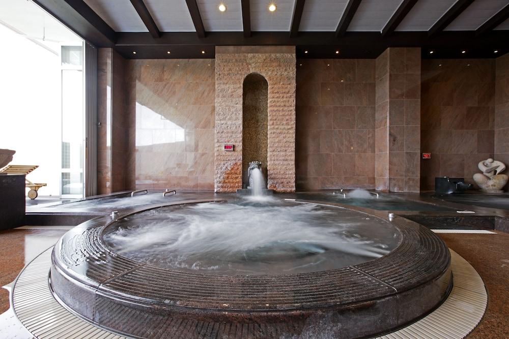 오키나와 매리어트 리조트 앤드 스파(Okinawa Marriott Resort & Spa) Hotel Image 81 - Indoor Spa Tub