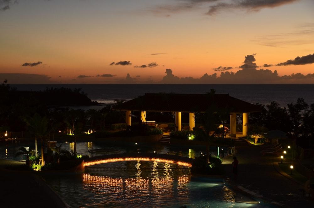 오키나와 매리어트 리조트 앤드 스파(Okinawa Marriott Resort & Spa) Hotel Image 31 - Outdoor Pool