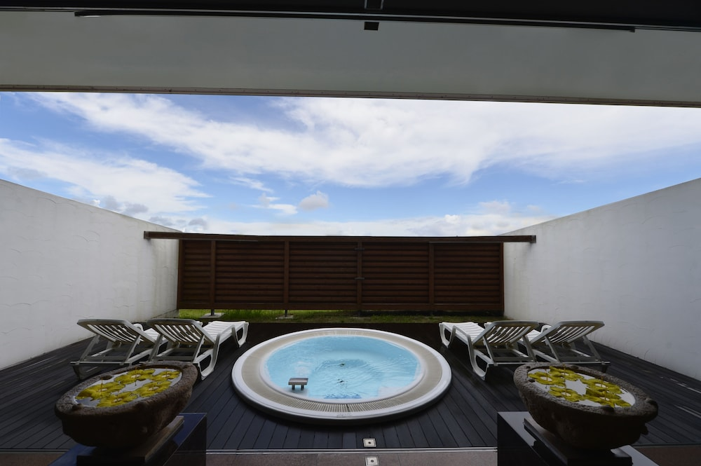 오키나와 매리어트 리조트 앤드 스파(Okinawa Marriott Resort & Spa) Hotel Image 81 - Outdoor Spa Tub