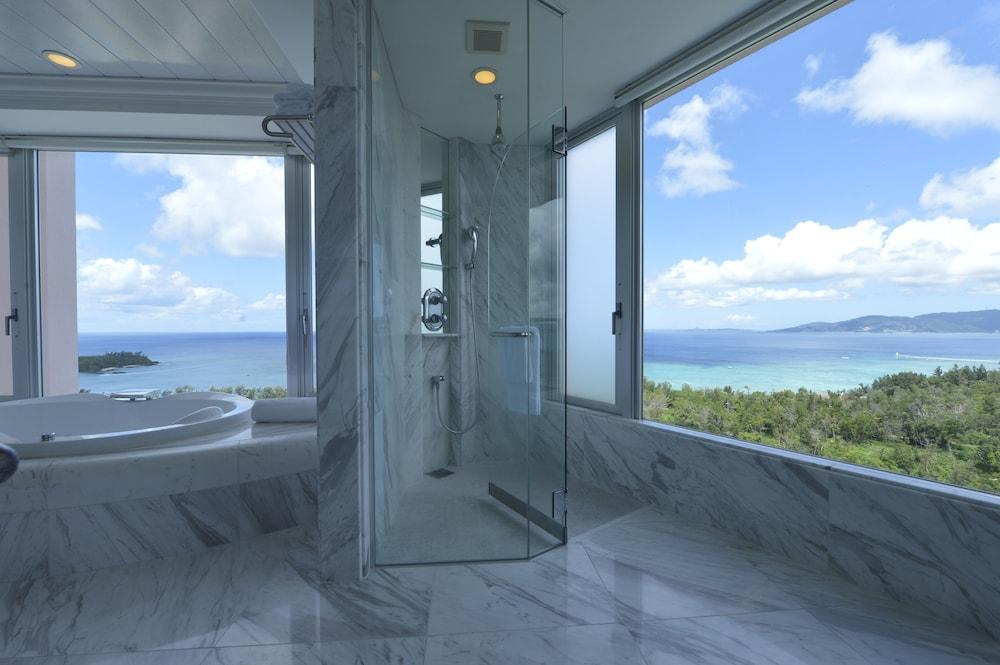 오키나와 매리어트 리조트 앤드 스파(Okinawa Marriott Resort & Spa) Hotel Image 32 - Bathroom Shower