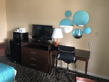 Room, 1 Queen Bed, Non Smoking, Hot Tub