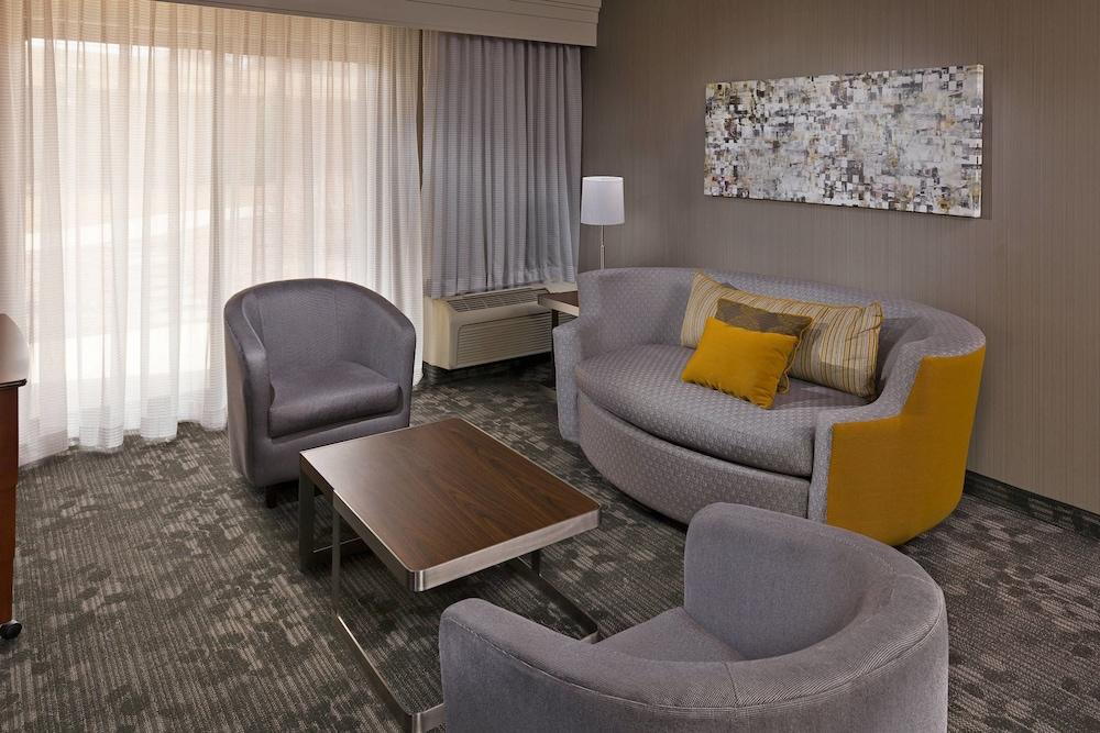 코트야드 바이 메리어트 해리스버그 허시(Courtyard by Marriott Harrisburg Hershey) Hotel Image 4 - Guestroom