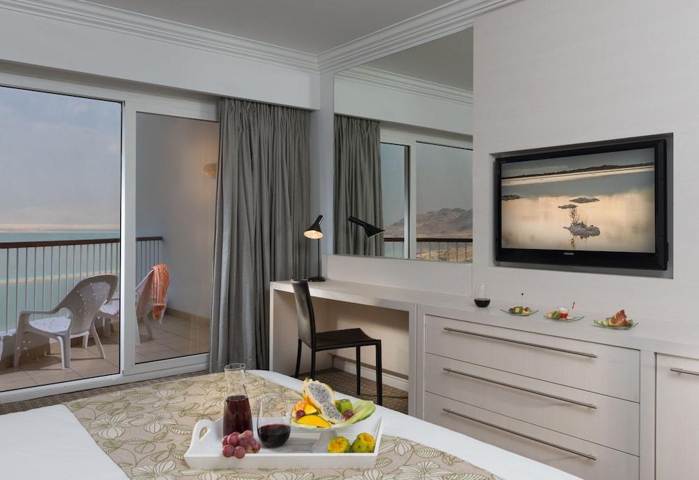 https://i.travelapi.com/hotels/2000000/1210000/1209000/1208917/32f1529a_z.jpg
