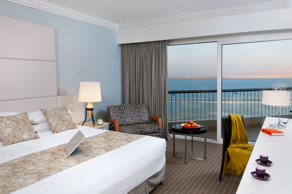 https://i.travelapi.com/hotels/2000000/1210000/1209000/1208917/5acc95ca_z.jpg