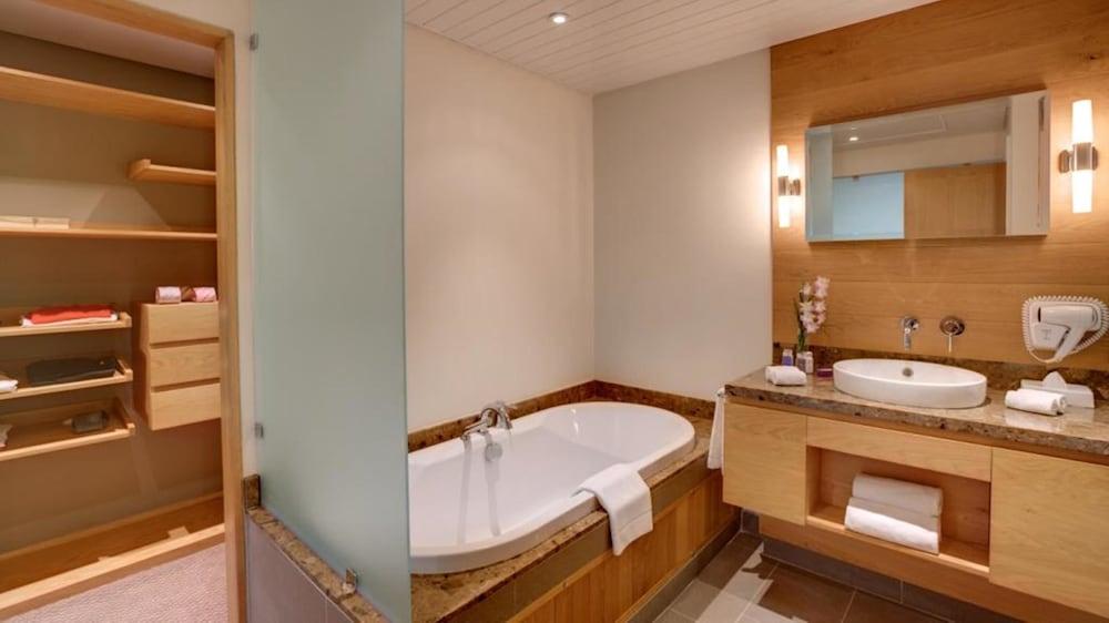 르 수프렌 호텔 앤드 마리나(Le Suffren Hotel & Marina) Hotel Image 14 - Bathroom