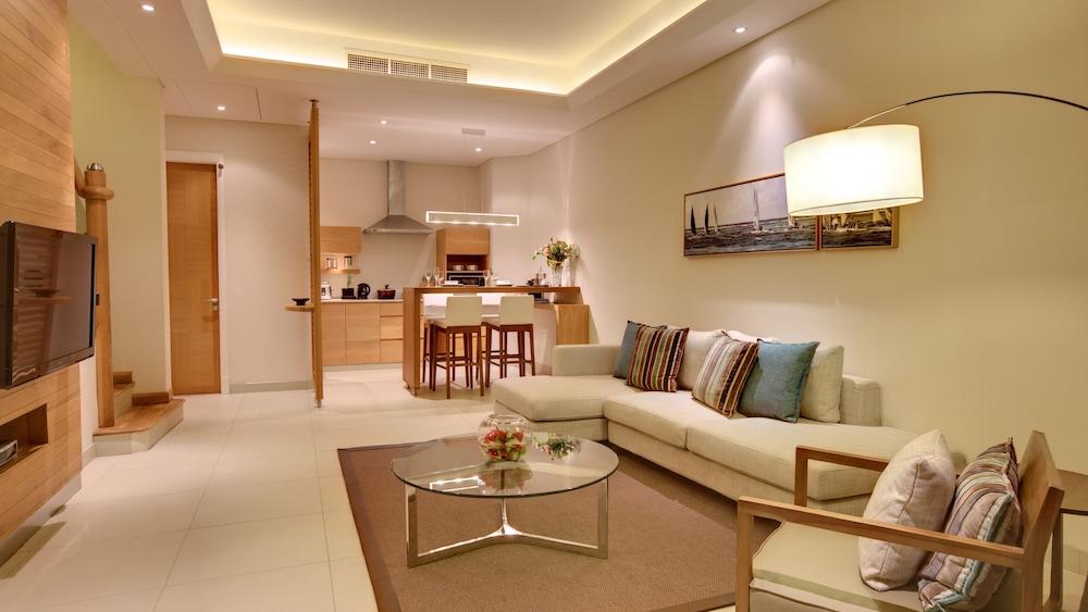 르 수프렌 호텔 앤드 마리나(Le Suffren Hotel & Marina) Hotel Image 12 - Living Room