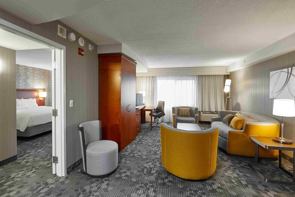 코트야드 바이 메리어트 토론토 브램턴(Courtyard by Marriott Toronto Brampton) Hotel Image 10 - Guestroom