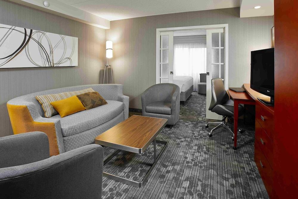코트야드 바이 메리어트 토론토 브램턴(Courtyard by Marriott Toronto Brampton) Hotel Image 5 - Guestroom