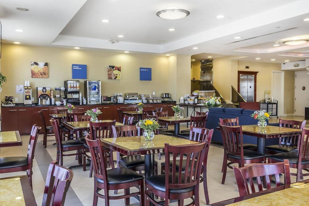 컴포트 인 & 스위트 라과디어 에어포트(Comfort Inn & Suites LaGuardia Airport) Hotel Image 37 - Breakfast Area