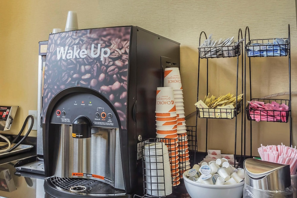 컴포트 인 & 스위트 라과디어 에어포트(Comfort Inn & Suites LaGuardia Airport) Hotel Image 39 - Breakfast Area