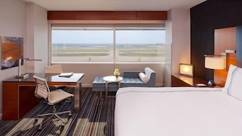 Room, 1 King Bed, View (Runway View)