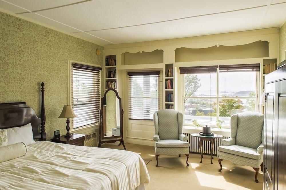 더 인 앳 미스틱(The Inn at Mystic) Hotel Image 10 - Guestroom