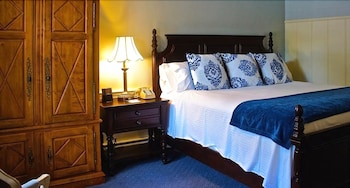 더 인 앳 미스틱(The Inn at Mystic) Hotel Image 15 - Guestroom