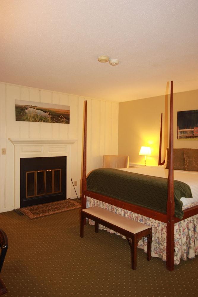 더 인 앳 미스틱(The Inn at Mystic) Hotel Image 11 - Guestroom