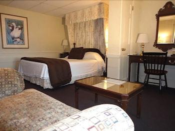 더 인 앳 미스틱(The Inn at Mystic) Hotel Image 3 - Guestroom