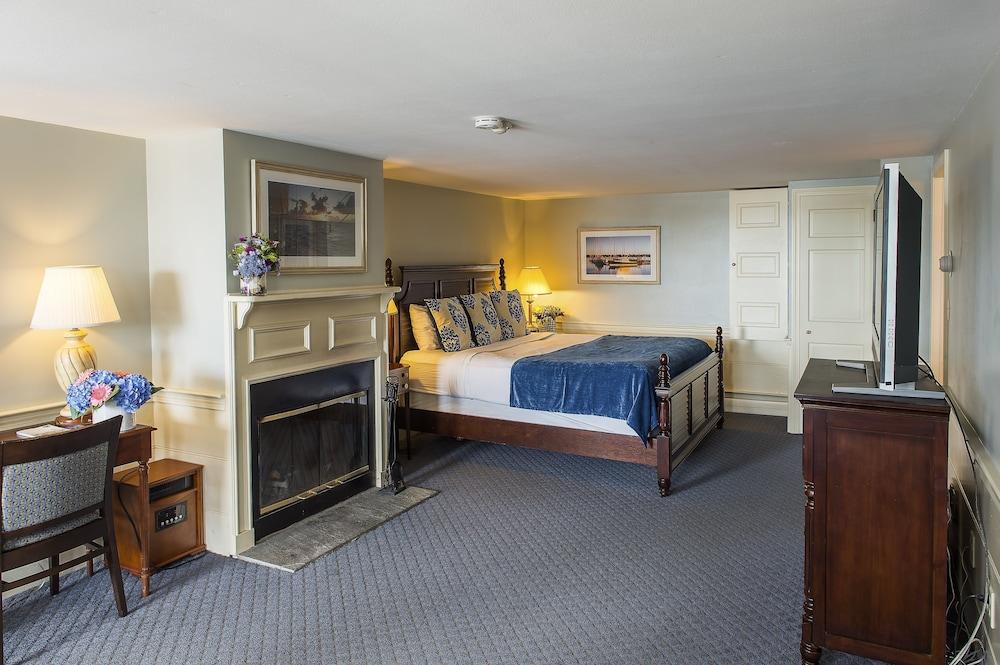 더 인 앳 미스틱(The Inn at Mystic) Hotel Image 7 - Guestroom