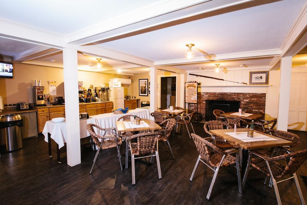 더 인 앳 미스틱(The Inn at Mystic) Hotel Image 36 - Restaurant