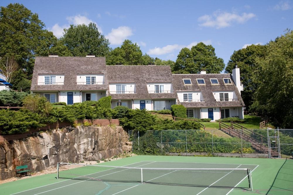 더 인 앳 미스틱(The Inn at Mystic) Hotel Image 33 - Tennis Court