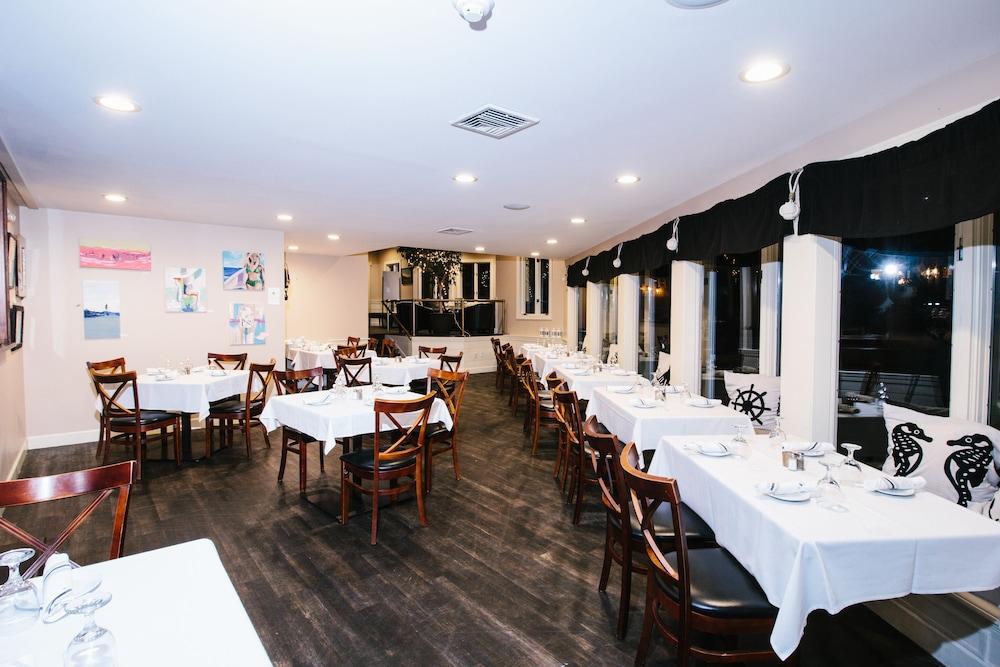 더 인 앳 미스틱(The Inn at Mystic) Hotel Image 37 - Restaurant