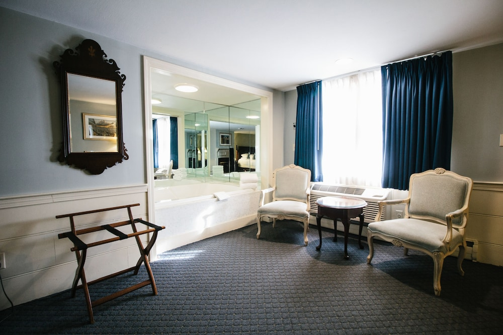 더 인 앳 미스틱(The Inn at Mystic) Hotel Image 21 - Guestroom