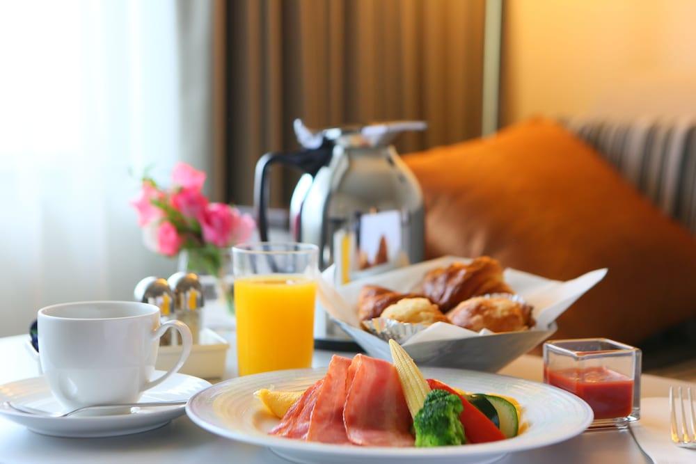 크라운 플라자 ANA 고베(Crowne Plaza ANA Kobe) Hotel Image 31 - Room Service - Dining