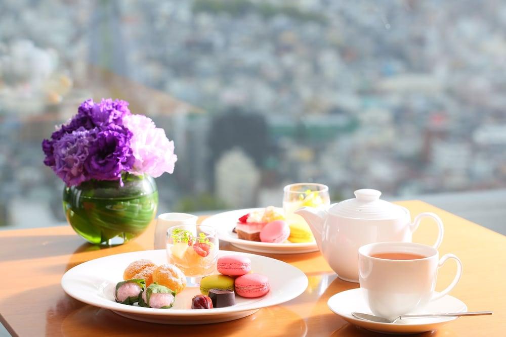 크라운 플라자 ANA 고베(Crowne Plaza ANA Kobe) Hotel Image 75 - Executive Lounge