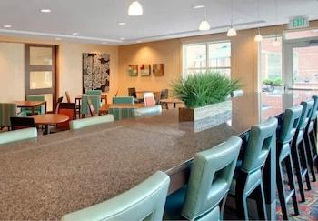 레지던스 인 바이 메리어트 앨버니 이스트 그린부시/테크 밸리(Residence Inn by Marriott Albany East Greenbush/Tech Valley) Hotel Image 18 - Breakfast Area