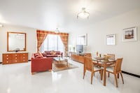 Executive Suite with Executive Lounge Access Golden Sands 5