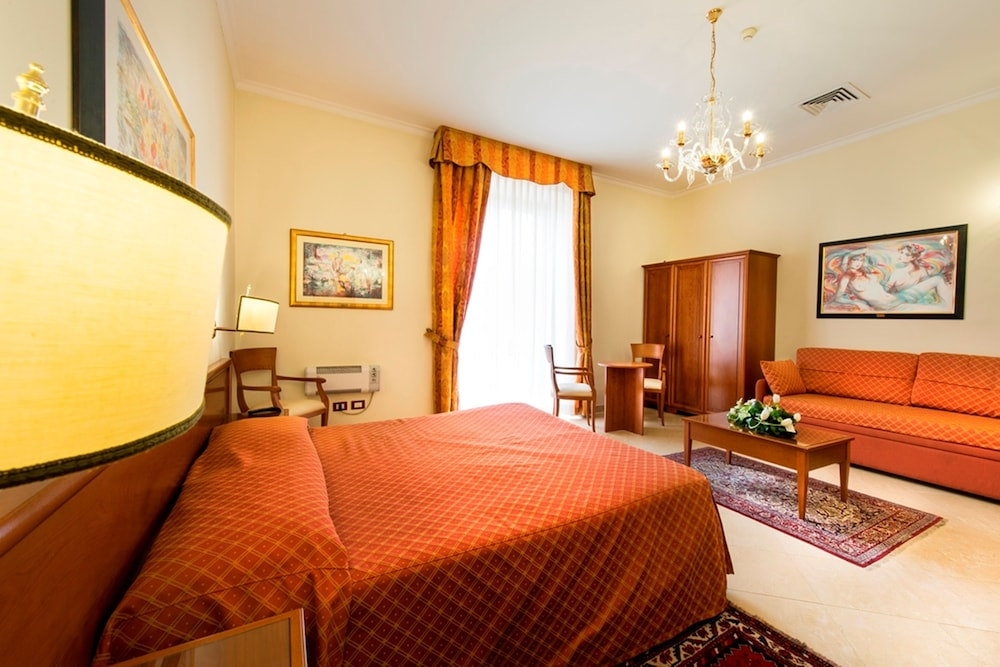 Suite : Junior Suite, 1 Double Bed 5 of 81