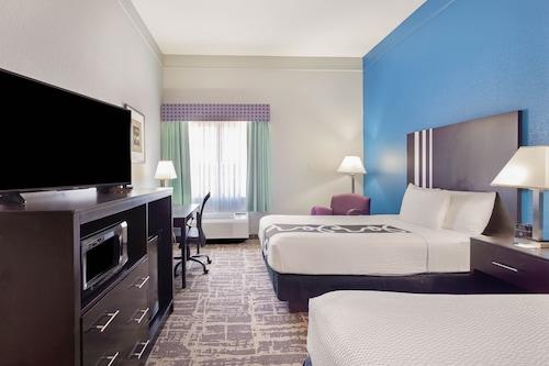 . La Quinta Inn & Suites by Wyndham Kerrville