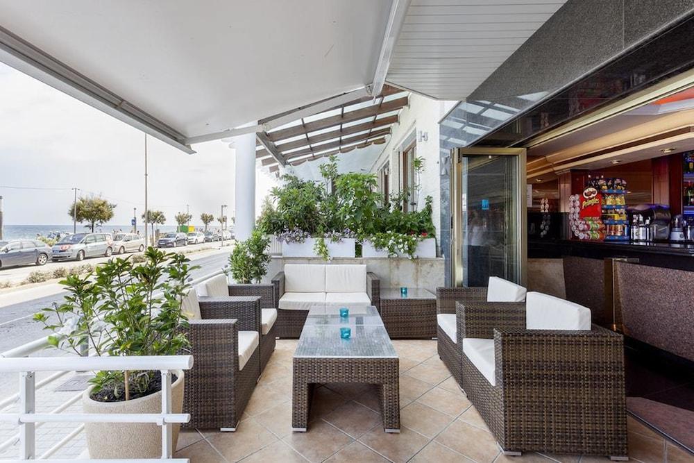 피마르 호텔(Hotel Pi-Mar) Hotel Image 45 - Terrace/Patio