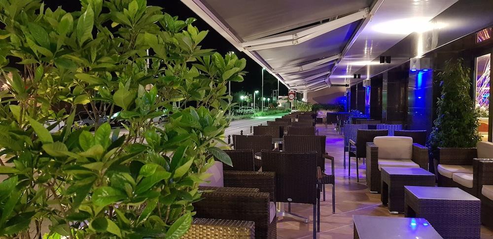 피마르 호텔(Hotel Pi-Mar) Hotel Image 47 - Porch
