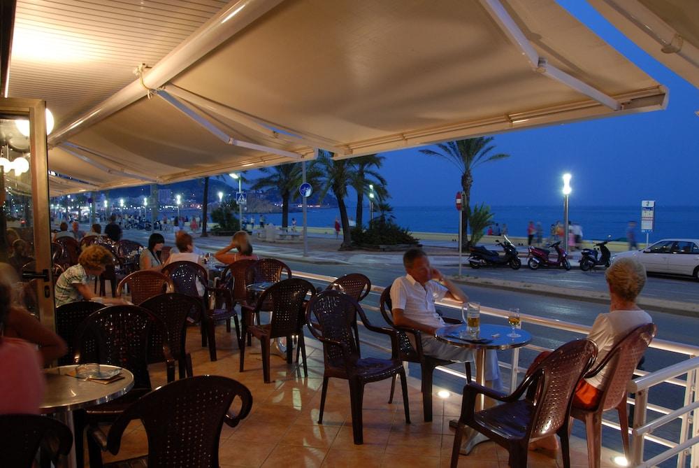 피마르 호텔(Hotel Pi-Mar) Hotel Image 48 - Porch